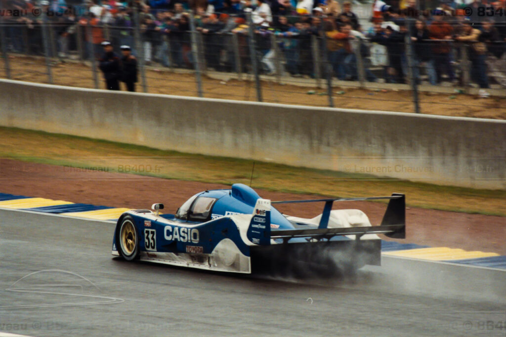 La Toyota n°33 finira 2ème à 6 tours en 1992